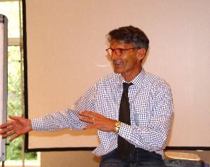 Prof. Dr. Wolfgang George bei einem Hospiztreffen in Wetzlar (Foto: Wilfried J. Klein)